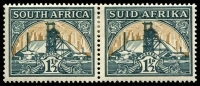 Lot 4340:1933-48 Suid-Africa Hyphenated SG #57 1½d green & bright gold horiz pair.