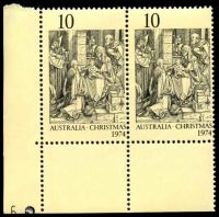 Lot 621:1974 Christmas BW #680zj 10c pair with Plate '6' at left.